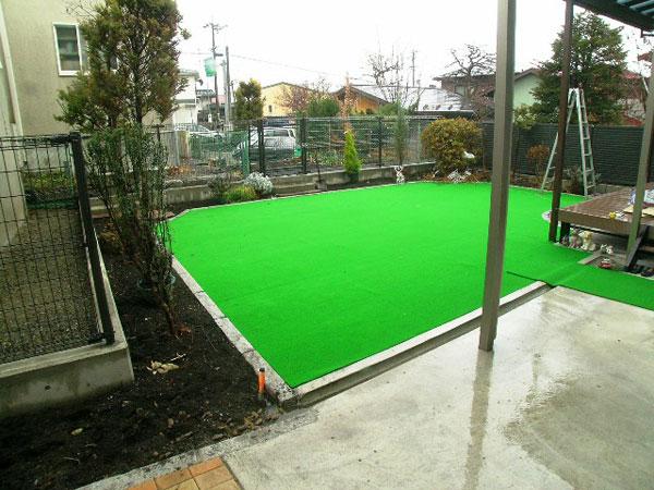庭は浸水性人工芝でお手入れラクラク