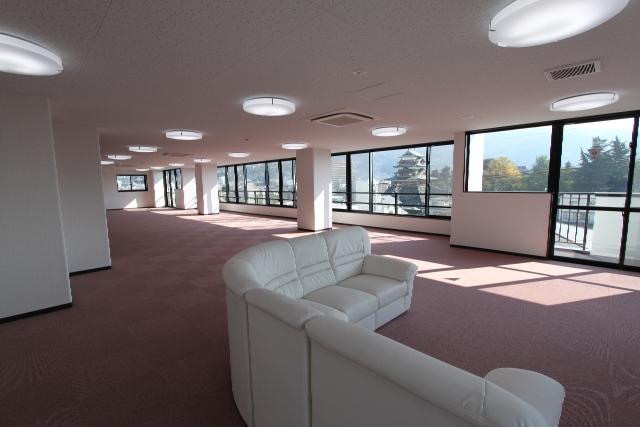 高島城と富士山が一望できる4階集会室
