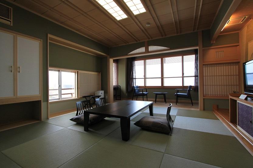 諏訪湖を望む客室
