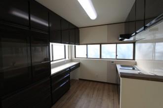 収納力&開放感のあるキッチンに