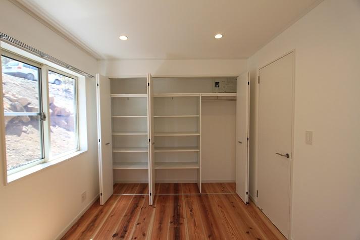 床は全室無垢材を使用